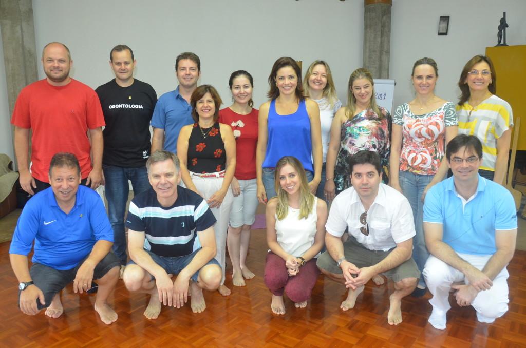 Uma foto posada de todo o grupo que esteve esta manhã no Oikos, em Criciúma