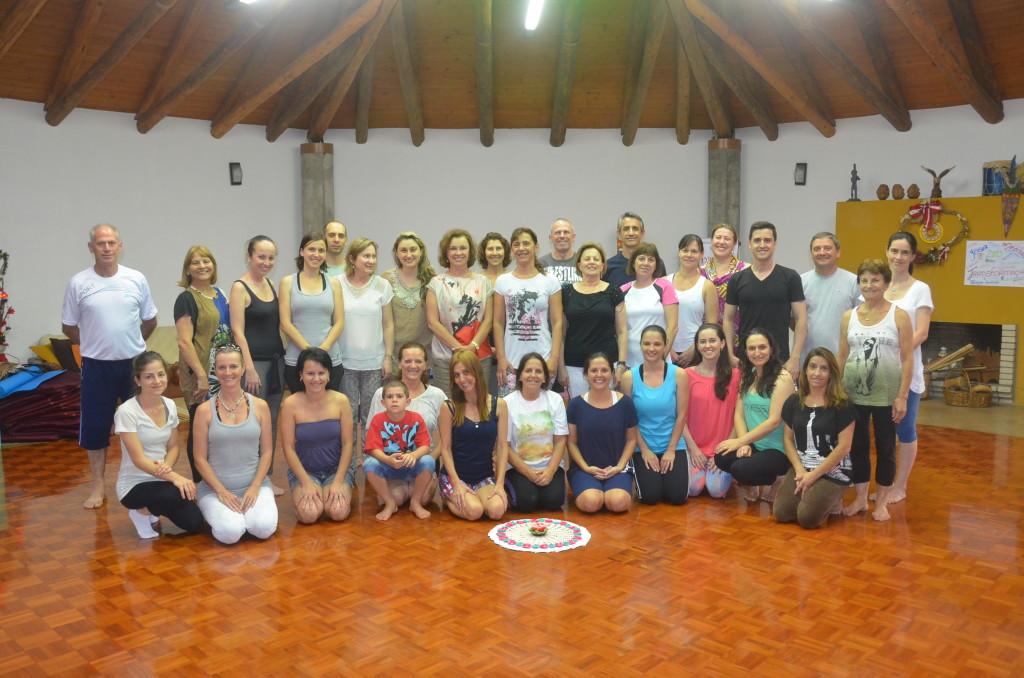 Grupo de praticantes de Yoga curtiram a noite no Oikos